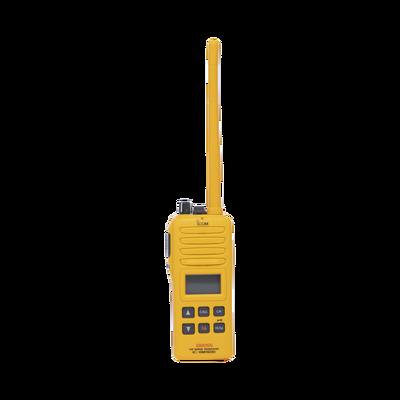 Radio Portátil Marino, 2W, cumple con las regulaciones GMDSS, Tx:156.025-157.425MHz, Rx:156.050-163.275MHz, sumergible IPX7 incluye: antena, batería, cargador y clip