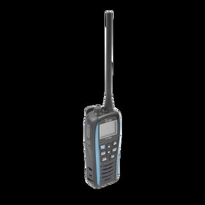 Radio portátil marino color azul metalico, Rx: 156.050-163.275MHz Tx: 156.025-157.425MHz, 550mW de salida de audio, IPX7 sumergible, flotante. batería de 1500mAh incluye bateria, cargador antena y clip.
