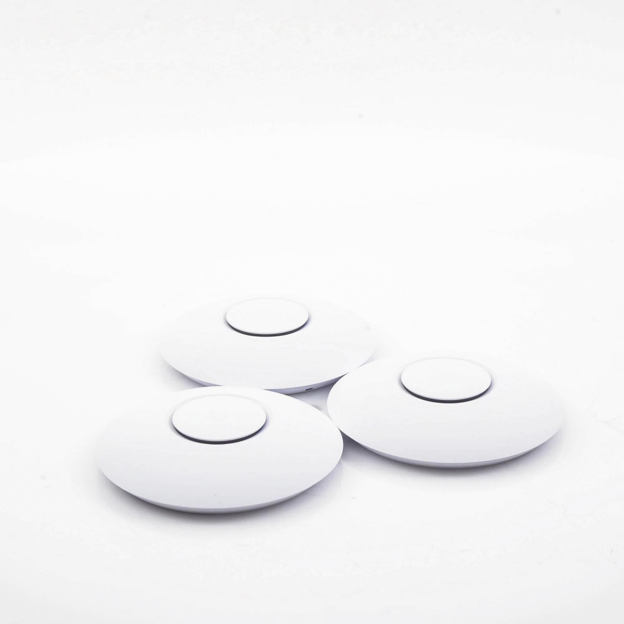 Paquete de 3 Access Point UniFi 802.11ac Wave 2, MU-MIMO4X4 con antena Beamforming, hasta 1.7 Gbps, para interior PoE 802.3af, soporta 200 clientes, No incluyen PoE?s