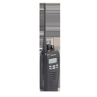 Digital, FM y Mezclado, 5 Watts, UHF 450-520 MHz, 512 canales, con pantalla de 14 caracteres y 6 teclas frontales programables, GPS interconstruido