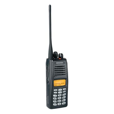 Digital, FM y Mezclado, 3 Watts, 806-870 MHz, 512 canales.