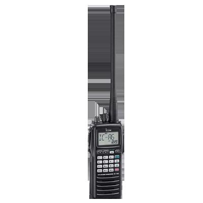 Radio Portatil Aéreo, rango de frecuencia 118-136.975MHz, 5W PEP, 200 canales alfanuméricos, pantalla y botones de gran tamaño